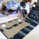 ストレッチパンツ裁断&縫製の様子/インドネシア・バリ島から直輸入の手作り品!