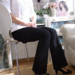ストレッチパンツのブラック(黒)はレディースオフィスパンツや通勤にも大活躍!美脚美足もしっかり楽しめちゃう♪