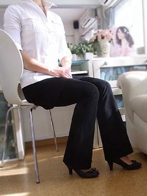 ストレッチパンツのブラック(黒)はオフィスパンツや通勤にも大活躍!美脚美足もしっかり楽しめちゃう♪